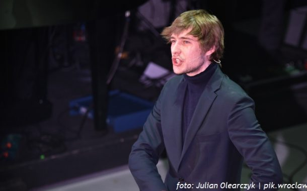 Stanisław Linowski obsypany tukanami  | laureaci 39. PPA