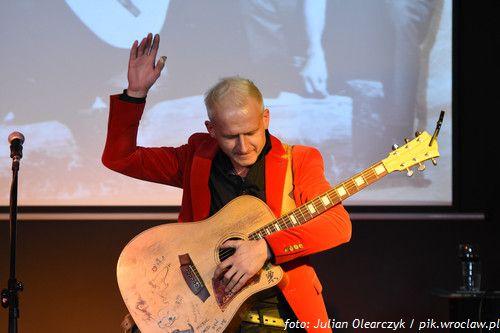 Koncert pamięci Jaremy | spotkanie muzyczno- plastyczne w Klubie pod Kolumnami