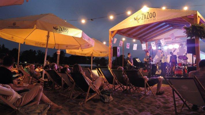 Światowy jazz na miejskiej plaży