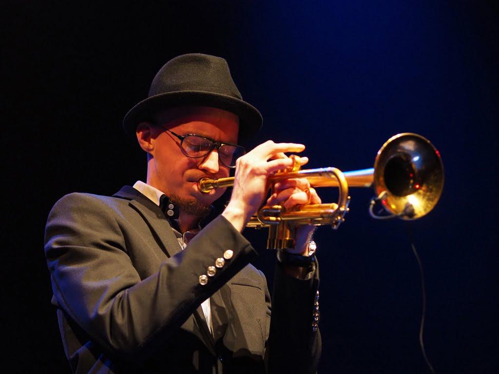"""""""Saxesful"""" czyli Piotr Schmidt Quartet  i pięć saksofonów w Imparcie."""