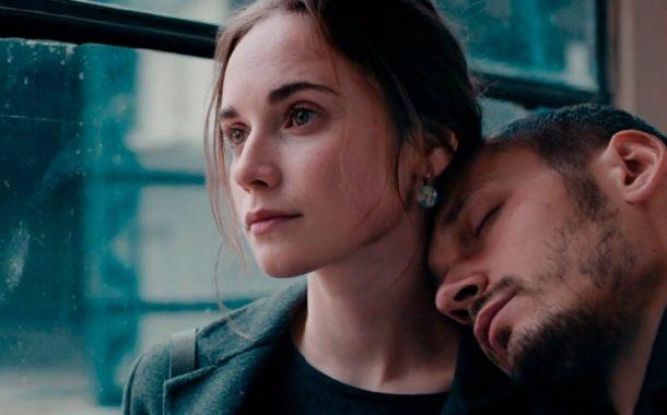 Miłość w czasach rozkładu | Na złamanie karku - recenzja