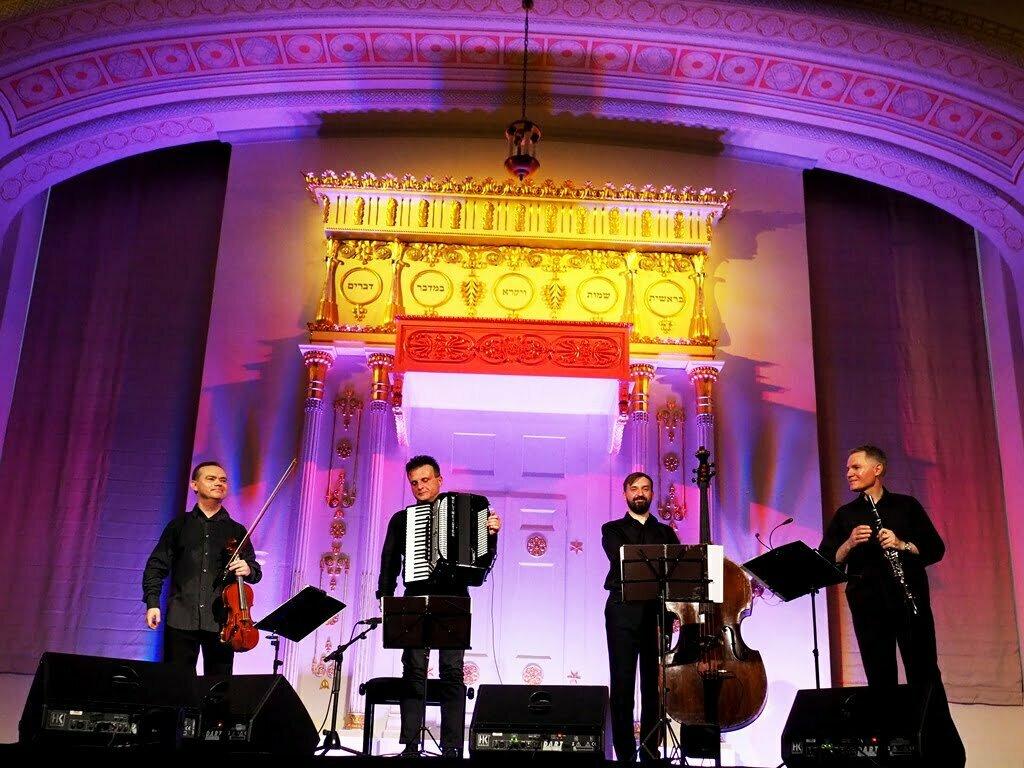 Koncert Hawdalowy,  czyli muzyka szczęśliwych muzyków w Synagodze pod Białym Bocianem.