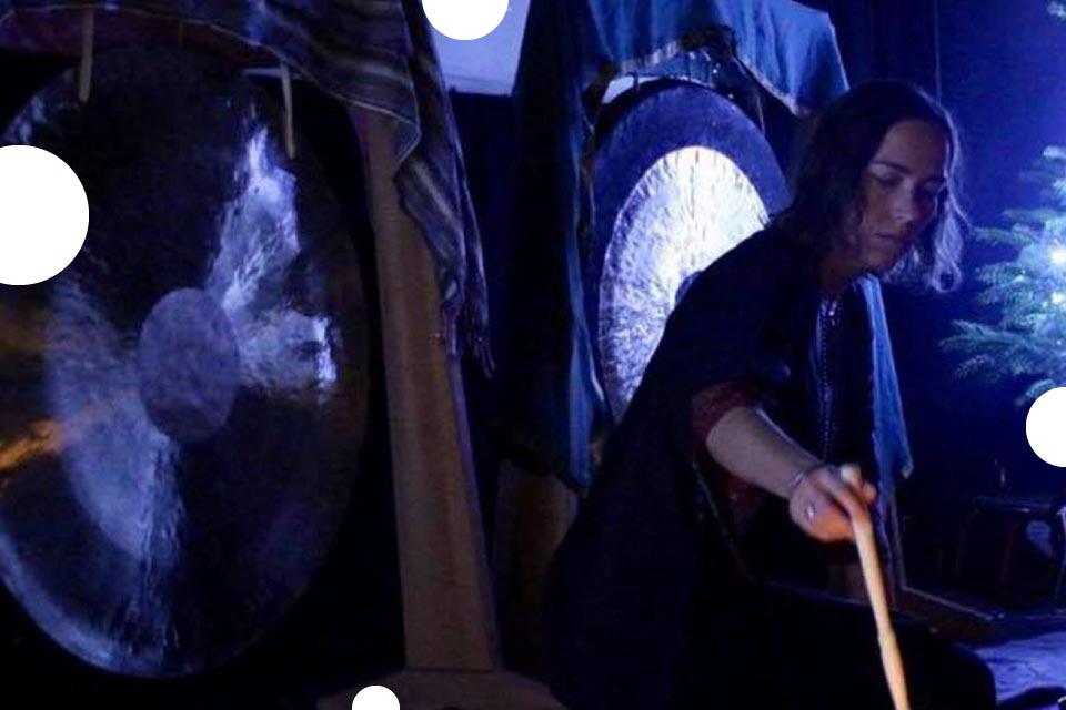 Ceremonia gongów i mis tybetańskich